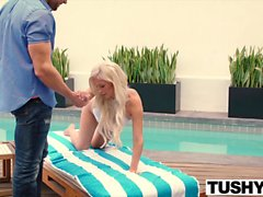 Tushy Tasha Reign Gapes avec un grand Cock In Her Ass