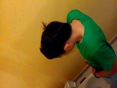 Hotboy в WC - Вьетнам 13