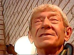 Bonitinho a massagem hippies velho homem com jovens apertada vagina