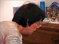 Mãe Velha Francês - Cum on Glasses