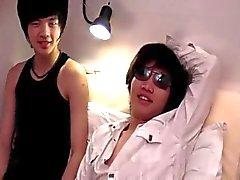 Asiatisch Männer Spaß im Bett hat