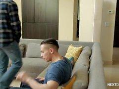 NextDoorRaw Watcher se une en parejas sin pelo!