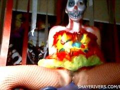 Shaye floderna Halloween clownen Onanera