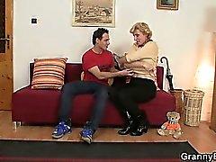 Свежее кран для горячий зрелой женщиной
