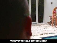 FamilyStrokes - la rubia adolescente linda Teases el primo y el tío