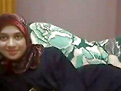 Do hijab Arabian Menina Milking e se masturbando