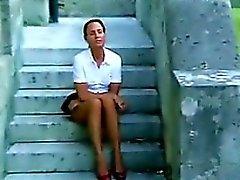 Donna che età matura strofinando la figa Outside