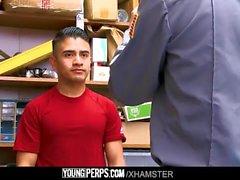 YoungPerps - América hombre despojado y jodido por un policía centro comercial