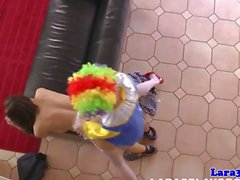Grivoises au goût âpre British mature baisée à par un clown