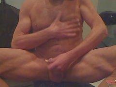 Französisch - Hairy Muskel Kerl wichst auf Kamera