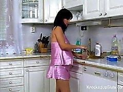 Ihan & raskaana olevan typykkä nai keittiö