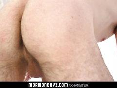 MormonBoyz - Muscle Daddy barebacks geil Junge auf Altar