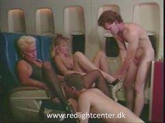 80ies vuosikerta tyttöjen nauttia seksistä lentokoneessa