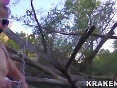 Krakenhot - Öffentliche Outdoor-Einreichung mit Teenager
