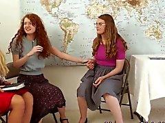 Milf religieuse frotte les étudiants