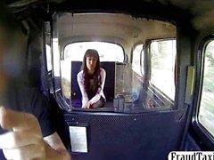 Amateur girl de venganza cogida por a un taxi