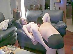 Gordita obtener jodido en el sofá de