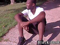 Landon Matthews sfregamenti e assume un gallo nero