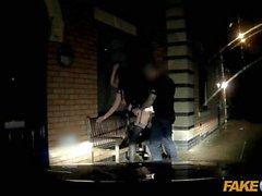 Poliziotto di falsificazione Cheeky giovani lass piace il sesso audace