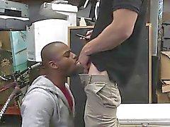 Gay julkinen porno pioni Muutaman kuulusteluun hänen väitetystä