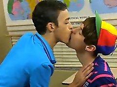 Gey Cevap emo sex filmi Dustin Cooper'ın boş C'de bir şekerleme alınarak