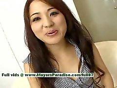 Di Miina superba ragazza che cinese ottiene capezzoli leccati