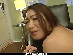 Reiko Kobayakawa soporta polla gorda en su coño cremoso