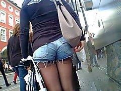 Tumppi Shorts Hot Teen Ass bussipysäkiltä