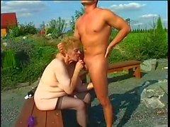 Saggy tuttar små bröst utomhus granny sex