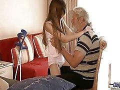 Old man qui a utilisé utilisé la thérapie sexuels étudiant