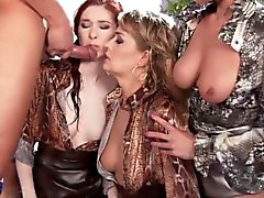Czech pissdrinking babes facialized in group