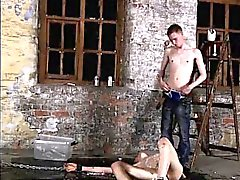 Teens filmer Porr homofile homo thai twinkar fan Chained till t