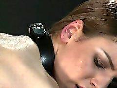 Aux gros seins ténébreuse bdsm perdu contre et le baiser anale