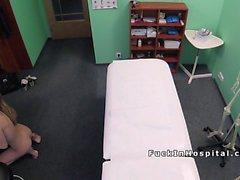 Доктор следственным груди для того чтобы блондинка больного