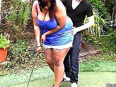 Abanoz BBW golf koçu tarafından dövülerek alır