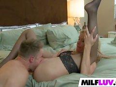 Big Ass MILF Desi Dalton knullas