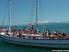 azione orgia di su yacht