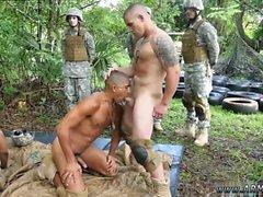 Naked armeijan miehille Cumming suihkut homo- viidakko pistele fest