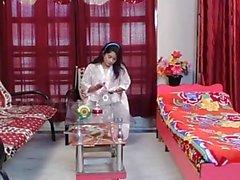Akeli Pyasi Jawan Bhabhi Xxx Desi bhabhi O urdu que engana bollywood História 2