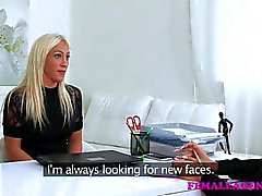 FemaleAgent peituda agente licks de babe por dinheiro