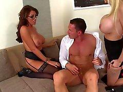 A Ava Koxxx & Sandra da estrela do Threesome impertinente do