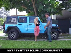 MyBabySittersClub - baby-sitter surpris avec coq sur bday