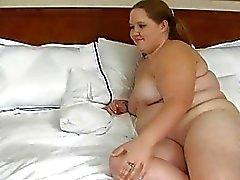 des doigts de L'homme et baise fendues d'un mauvaise grosse femme se