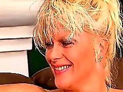 Naturali tedesco retrò adolescente strisce all'aperto nudo