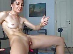 Magro russo Cam Girl cums duro per le punte