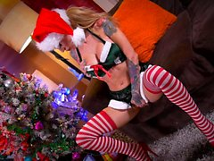 Santa's little helpers are naughty - BABES MILFS BOOBS