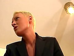 Kısa Saç Sarı Fraulein Patron