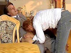 Babe Older obtient dur baiser