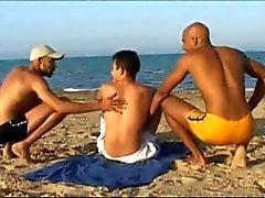 fransk turist knullas av 2 arab killar