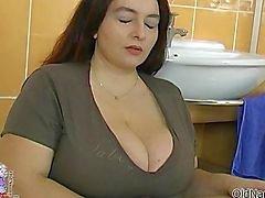 Vollbusig fetten Frau dreht durch Lutschen